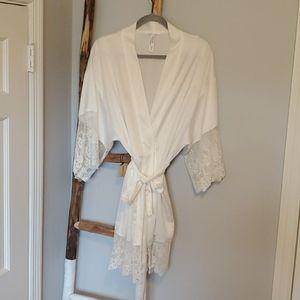Flora Nikrooz White Robe